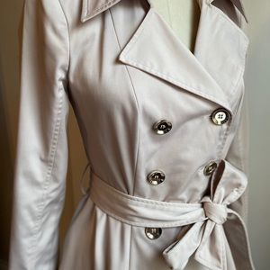 Long sleeve sateen trench with hidden pockets